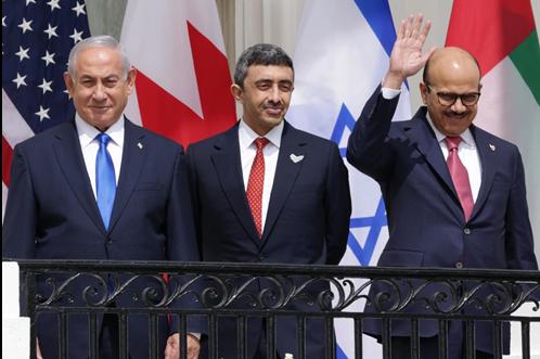 Le Premier ministre israélien ainsi que les ministres des Affaires étrangères émirati et bahreïni participent à la cérémonie de signature des accords d'Abrahamà la Maison-Blanche, le 15septembre (AFP)